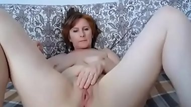 50yo Milf loves to masturbate on cam