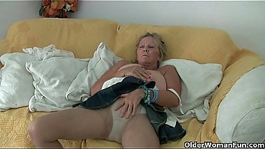 Pantyhosed and British mums, a perfect match