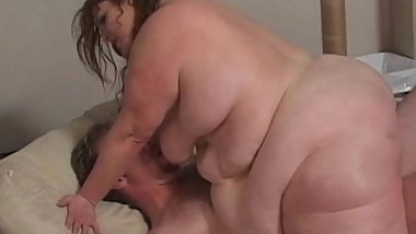 Big mature squirting