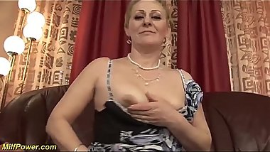 round ass chubby mom bigcock banged by her toyboy