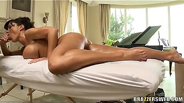 Hot MILF Lisa Ann gives nice blowjob