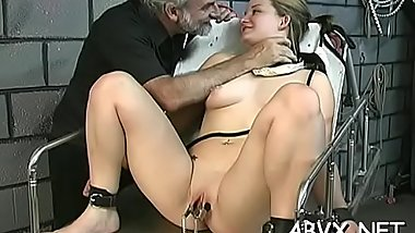 Wicked thrashing and sex in amateur bondage video