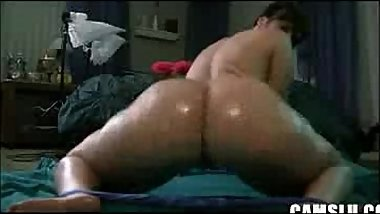 Sexy PAWG Oils Her Ass and Shakes It AL84