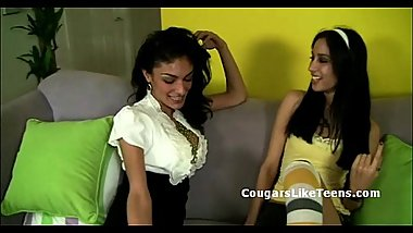 Darkhair cougar seduces young skinny babe with small tits